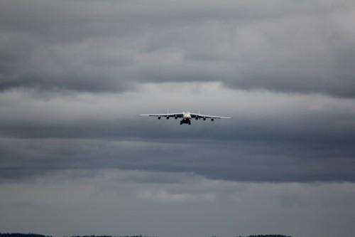 Verdens største fly bryter gjennom skydekket - to minutter etter rutetiden